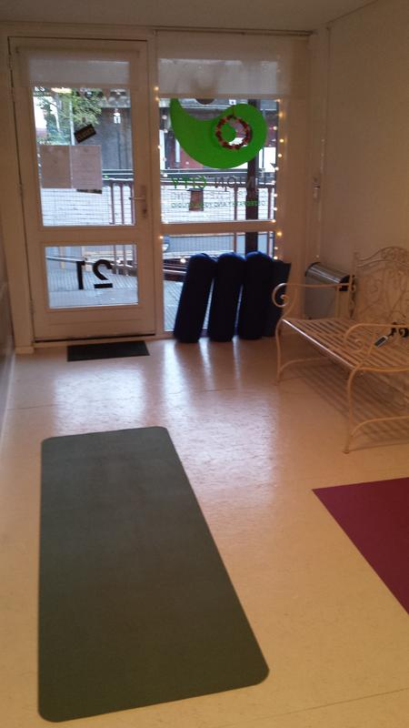 Small pilates studio space in shipping container - Elephant and ...